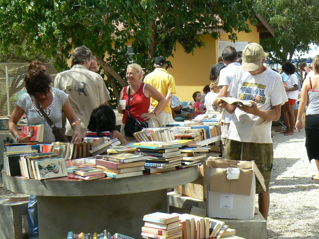 Bookmarket at the shelter